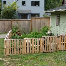 Pallet Fence For Vegetable Garden Cheap Way To Keep Animals Out Cheap Garden Fencing Pallets Garden Cheap Fence