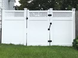 72 Infinity With Privacy Lattice Top Pvc Fence And Gate Fabricated And Installed In Bellmore Ny By Liberty Fence Railing Pvc Fence Backyard Fences Fence