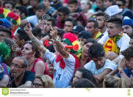 Fan Portoghesi Durante La Video Traduzione Della Partita Di Calcio  Portogallo - Finale Della Francia Del Campionato Europeo 2016 Fotografia  Editoriale - Immagine di ventilatori, portoghese: 74242866