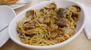 Pasta alle Vongole (Pasta with Clams ...