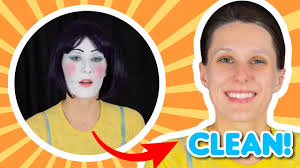how to do traditional clown makeup