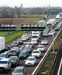 Incidente sull'autostrada A4 tra Monza e Agrate Brianza: un ferito ...