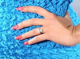 how to fix a broken acrylic nail at