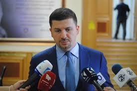 Memli Krasniqi: Albin Kurti ta dijë, jeta institucionale nuk është ...