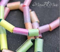 4 creatives manualitats amb canyes de plàstic de colors - totnens