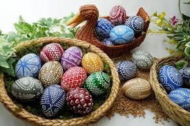 Красить яйца на Пасху своими руками — лучшие и быстрые способы