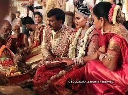 makeup artists rs 30 lakh no cash
