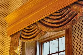 difference between pelmets and cornices