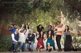 9 simple ways to pose large families