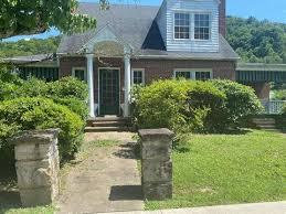 109 Myra Barnes Ave, Pikeville, KY, 41501 | realtor.com®