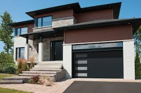 Black modern garage door with windows | Porte de garage noire avec ...