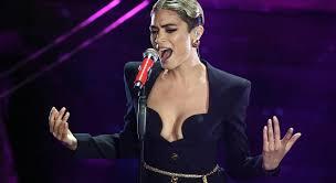 Sanremo 2020, il look mozzafiato di Elodie sul palco dell'Ariston ...