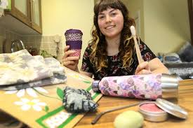 Hotel worker ditches plastic and now her rubbish for a MONTH fits in a jar