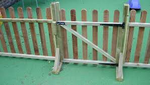 Movable Fencing Looks Easy Enough To Diy Front Yard Fence Rustic Fence Driveway Fence