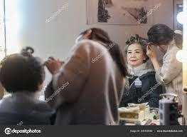 yang guang finishes her hair makeup