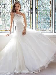 فستان الزفاف بكتف واحد