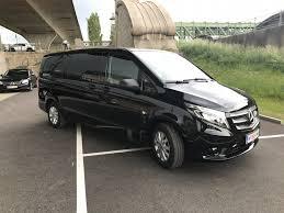 Großraumwagen, Minivans und Kleinbus für größere Gruppen zum oder vom  Flughafen