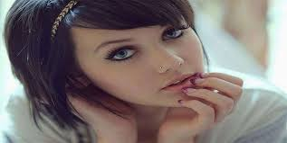 apply makeup around your nose piercing