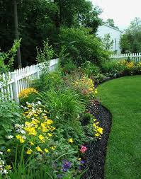 A Pretty Border For A Sunny Location Love The Fence Too Fence Landscaping Privacy Fence Landscaping Beautiful Gardens