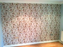 king wallpapered feature wall 1280x960