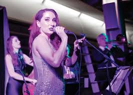 Robyn Adele Anderson croons for the crowd   Binghamton News