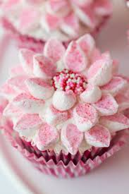 easy way to decorate beautiful cupcakes