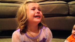 طفلة تبكي صور بنات حزينة صور حزينه