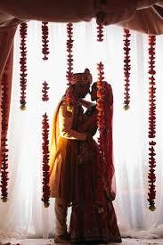Pin by Avni Bhakta on Indië   Indian wedding photography poses, Indian  wedding photography, Indian wedding couple