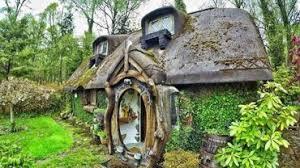 il vit dans la maison du hobbit