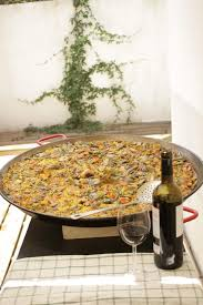 Learn how to cook Paella in Madrid - Dinner in Madrid, Spain | Eatwith
