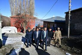 Malatya'da vali ve belediye başkanı deprem bölgesinde inceleme ...