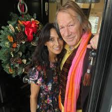 """stephenmahoneymedia على تويتر: """"My picture, glamorous Jackie St Clair & Byron  Newman International photographer, post Jackie's friends & family pre  Christmas delicious lunch with all the trimings & Xmas crackers at Jackie"""