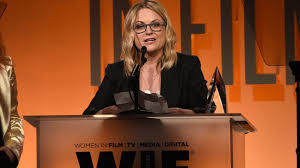 Amy Poehler, Issa Rae recognized for ...