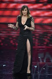Sabrina Salerno hot a Sanremo, scollatura e spacco sexy sulla ...