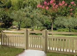 Fence Able To See Through But Dogs Not Able To Get Out Fence Styles Privacy Fence Designs Backyard Fences