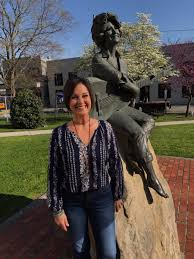 """Nan Kelley on Twitter: """"Whose statue is smack dab in the middle of ..."""
