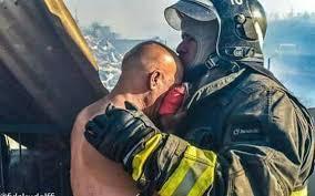 La conmovedora historia del bombero que siguió combatiendo el fuego tras  haberse quemado su casa - Nacional - 24horas