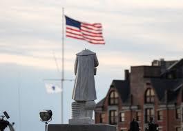 Une statue de Christophe Colomb décapitée à Boston aux Etats-Unis ...