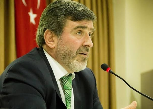 """AK Parti Kocaeli Milletvekili ve Plan Bütçe komisyonu üyesi Sami Çakır, Milli Savunma Bakanlığı bütçesinin görüşüldüğü toplantıda yaptığı konuşmada """"Güçler savaşı ortasında kalakalmış bir dünyada yaşıyoruz, böyle bir dünyada Türkiye herkesin umudu haline gelmiştir"""" diye konuştu"""