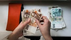 Někteří klienti postižení koronavirem si mohou odložit splátky úvěrů,  schválila bankovní asociace   iROZHLAS - spolehlivé zprávy