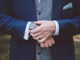 how to choose a watch for your groom