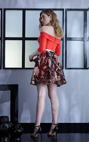 Adele Jones - Peruk, Giyimler - Dalgalı Peruk ve Kırmızı Çiçekli ...