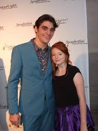 RJ Mitte received award which inspires Starbright World–an online community  for teens with medical conditions – Meganclancy01's Blog
