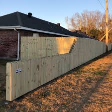 Benoit Fence Houma On Twitter Six Ft High Privacy Fence Tapered To Three Ft High By The Street Fences Wood Privacy Benoitfence Itswhatwedo