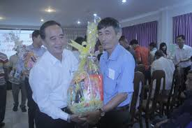 tet gifts reach hands of poor overseas