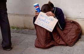 Risultato immagini per Una ragazza assume dei senzatetto