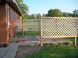 Diy Patio Lattice Fence 05 Jpg 800 600 Pixels Lattice Fence Diy Patio Garden Privacy Screen