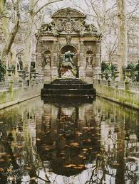 medici fountain l amour de paris