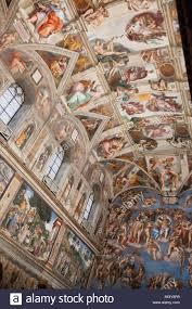 Il celebre soffitto a Cappella Sistina dipinta da Michelangelo Foto stock -  Alamy