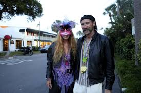 PHOTO GALLERY: St. Armands Circle Mardi Gras - Leta Smith and Ron Ellis |  Your Observer